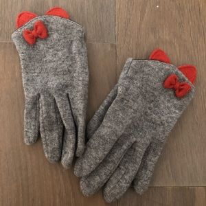 Gray wool gloves with red bow